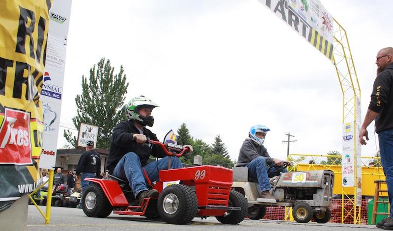 Spirit Lake lawnmower races